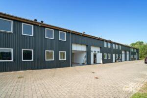 Flot Erhvervsudlejningsejendom sælges.  Sælger der er elektriker og selv har bygget ejendommen ønsker et tilbud, og kan kontaktes her 40333400 / 22227713.